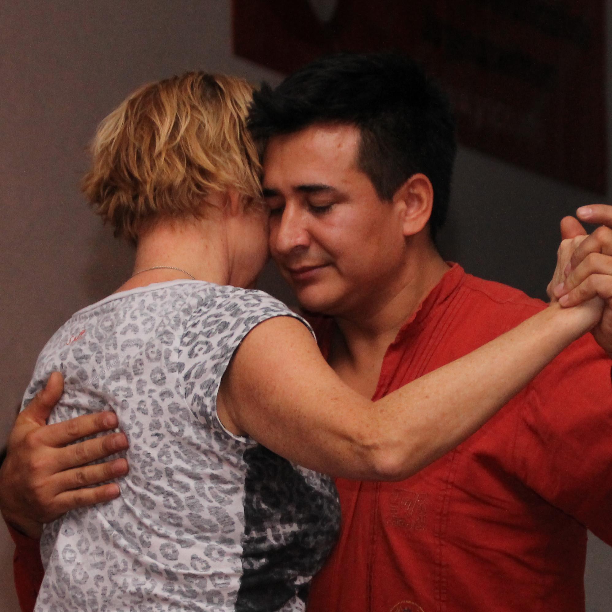 Der Tangolehrer Dany. Er wird dir Tango tanzen lernen.
